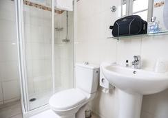 Le Montclair Hostel - Paris - Bathroom