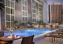 Courtyard by Marriott Miami Downtown Brickell Area - Miami - Pool