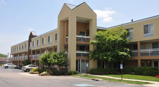 Red Lion Inn and Suites Dayton North - Dayton - Building