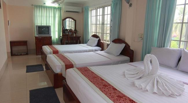 Siem Reap Riverside Hotel - Siem Reap - Bedroom