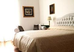 King Plaza - Rome - Bedroom