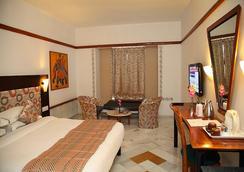 Hotel Paras Mahal - Udaipur - Bedroom
