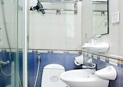 Van Mieu Hotel - Hanoi - Bathroom