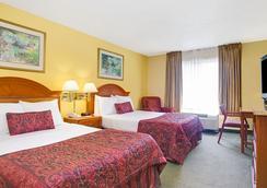 Ramada Orlando Near Convention Center - Orlando - Bedroom