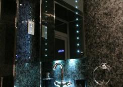 Avo Hotel - London - Bathroom