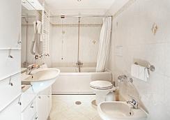 Hotel Augustea - Rome - Bathroom