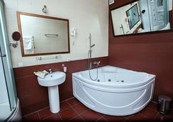 Praga Hotel - Krasnodar - Bathroom