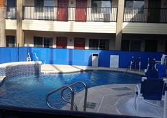 Texas Inn Downtown McAllen near Airport / Mall - McAllen - Pool