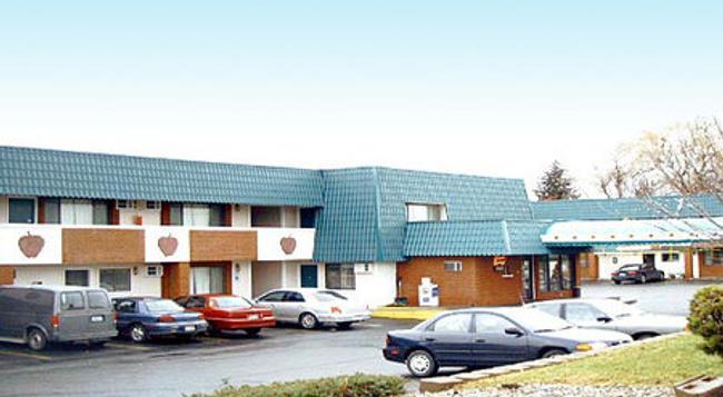 Apple Tree Inn - Spokane - Building
