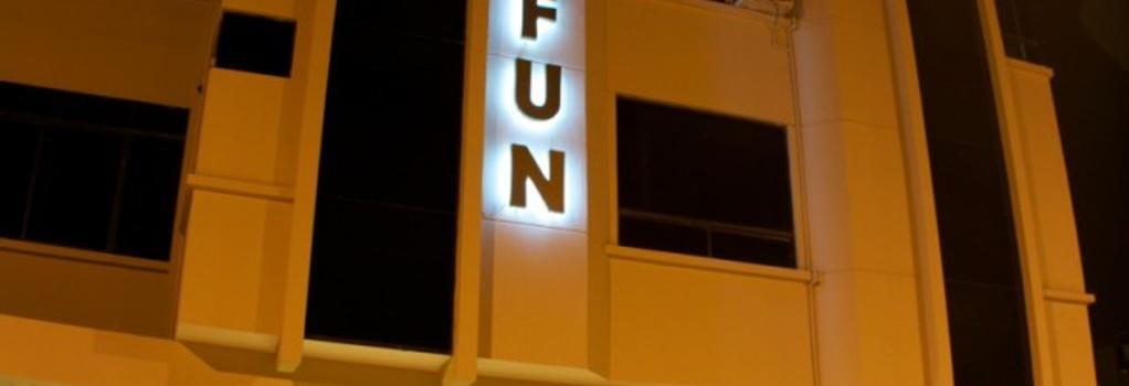 Hotel Lun Fun Manta - Manta - Building
