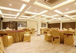 Fabhotel Eaglewood Gachibowli - Hyderabad - Restaurant
