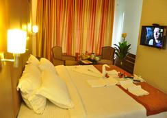 Fabhotel Tanisha Jubilee Hills - Hyderabad - Bedroom