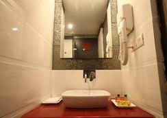Fabhotel Suncourt Karol Bagh - New Delhi - Bathroom