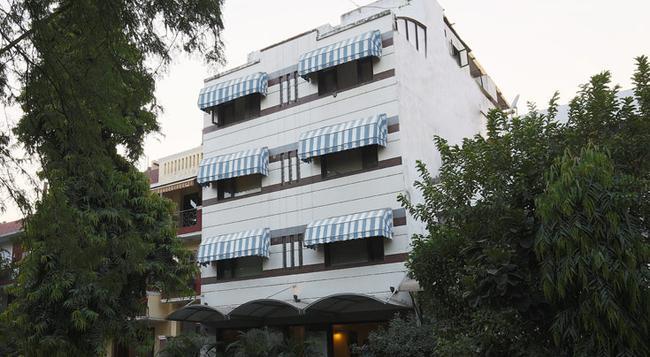 Fabhotel Aashray Nehru Place - New Delhi - Building