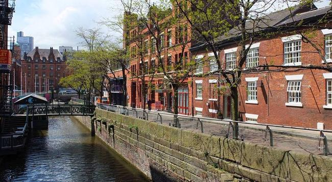 Le Villé Hotel - Manchester - Building