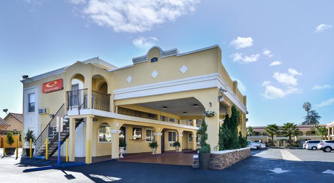 Econo Lodge Inn & Suites El Cajon San Diego East - El Cajon - Building