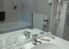 Hotel Prince de Liege - Brussels - Bathroom