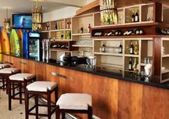 Bliss Surfer Hotel - Kuta - Bar