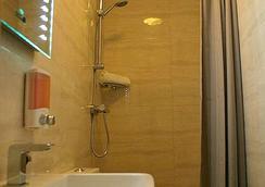Baytree Hotel - London - Bathroom