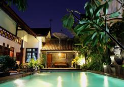 Griya Yunika Homestay - Yogyakarta - Pool