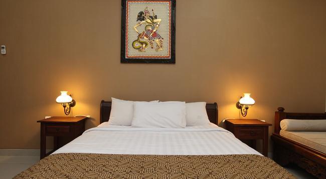 Griya Yunika Homestay - Yogyakarta - Bedroom