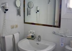 Hotel Abril - Sevilla - Bathroom