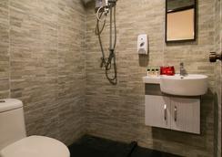 Oyo 104 Golden Suit Hotel - Kuala Lumpur - Bathroom