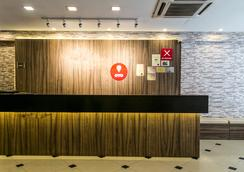 Oyo 104 Golden Suit Hotel - Kuala Lumpur - Front desk