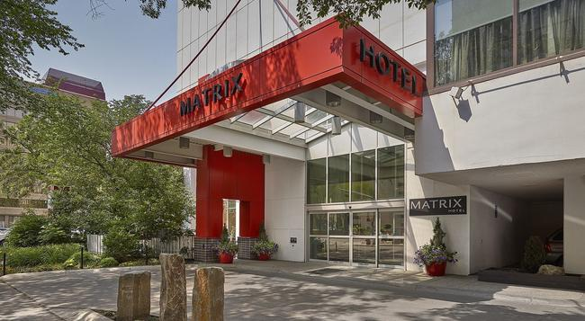 Matrix Hotel - Edmonton - Building