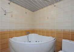 Hotel Palace - Volgograd - Bathroom