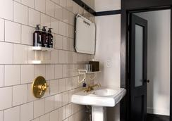 Ace Hotel New York - New York - Bathroom