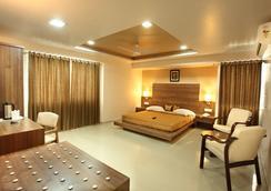 Hotel Classique - Rajkot - Bedroom