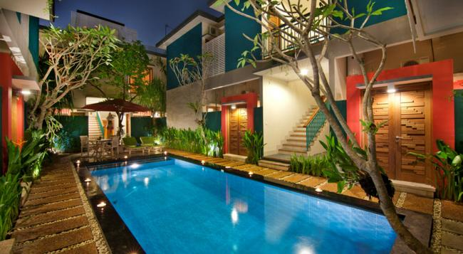 The Green Zhurga Suites - Denpasar - Pool