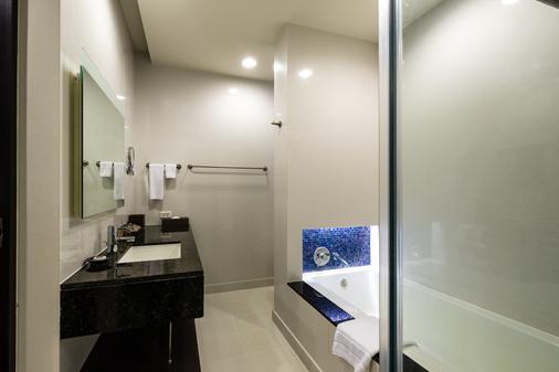 Chatrium Hotel Riverside Bangkok - Bangkok - Bathroom