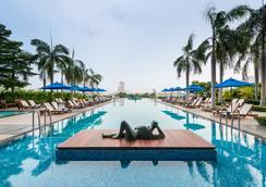 Chatrium Hotel Riverside Bangkok - Bangkok - Pool