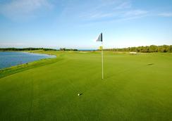 Pristine Bay Resort - Coxen Hole - Golf course