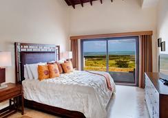 Pristine Bay Resort - Coxen Hole - Bedroom