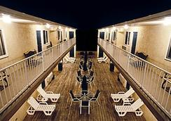 Sunburst Motels I & Ii - Seaside Heights - Patio