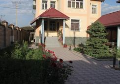 The Zhibek-Zholu Guest House - Bishkek - Outdoor view