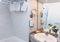Danubius Hotel Arena - Budapest - Budapest - Bathroom