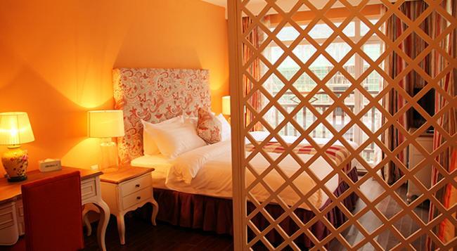 Michael's Inn & Suites - Yangshuo - Bedroom