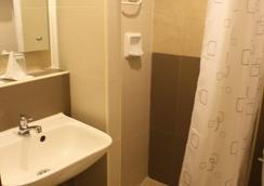 The Center Suites - Cebu City - Bathroom