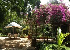 Mediterraneo Hotel & Restaurant - Dar Es Salaam - Outdoor view