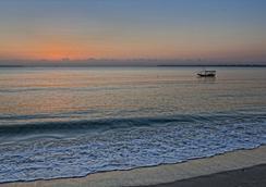 Mediterraneo Hotel & Restaurant - Dar Es Salaam - Beach