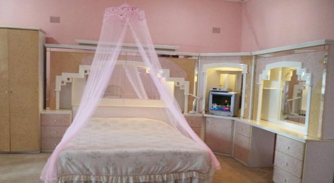 Hostellerie de France - Blantyre - Bedroom