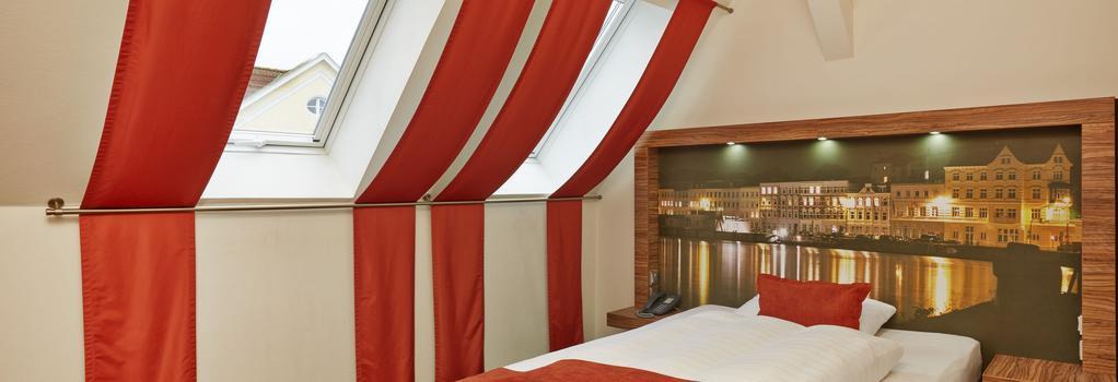 H+ Hotel Lübeck - Lübeck - Bedroom
