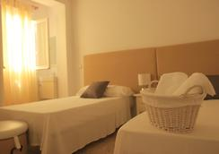 Inhouse Marbella Hostel - Marbella - Bathroom