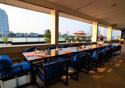Ramada Plaza by Wyndham Bangkok Menam Riverside - Bangkok - Restaurant
