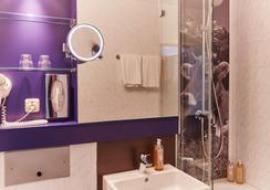 Rilano 24/7 Hotel München - Munich - Bathroom