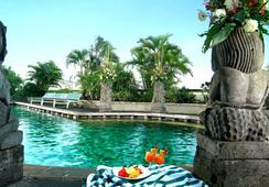 Lumire Hotel and Convention Center - Jakarta - Pool